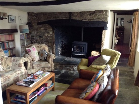 Trevigue Bed and Breakfast: Sitting room for us to use with lovely fire for the evening