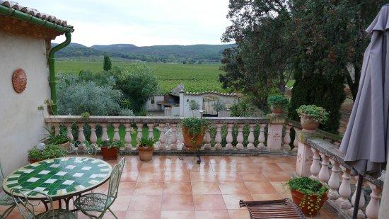 Domaine Saint Jean : la terrasse privée de la chambre Victorine