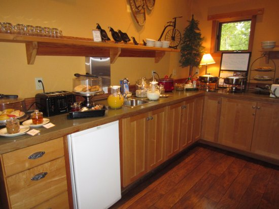 Chewuch Inn & Cabins: breakfast is served