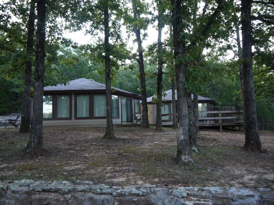Ozark Cabins at Dry Creek : View of some of the cabins from the street