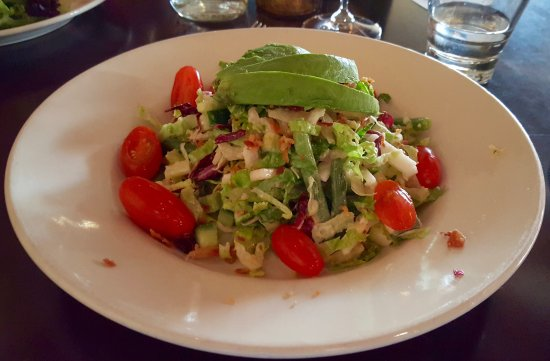 5th and Wine: Fresh & delightful salad.