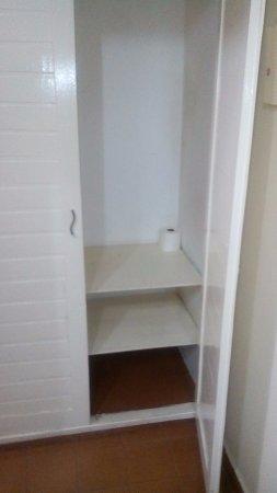 Hotel Pousada Garoupas: armário