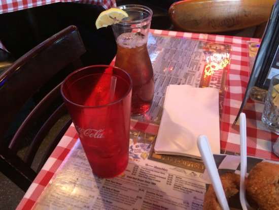 Huey's Southaven : Ice tea with a carafe to do your own refills. Great idea!