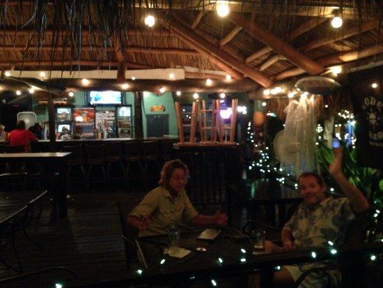 Kona Beach Cafe: Couple Inside the Bar