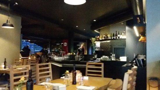 Kirchzarten, Германия: fast kühle Atmosphäre, aber super gutes Essen
