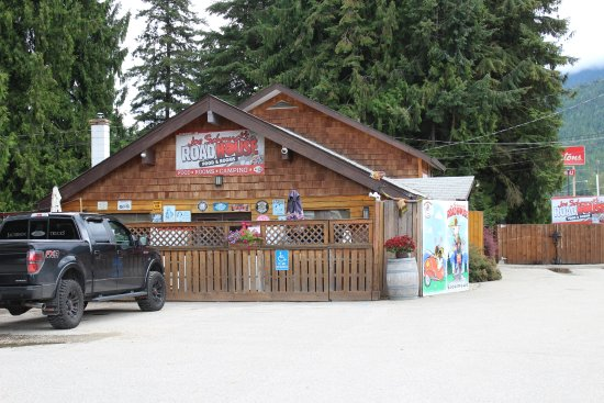 Best Western Sicamous Inn: Joe Smuck's next door