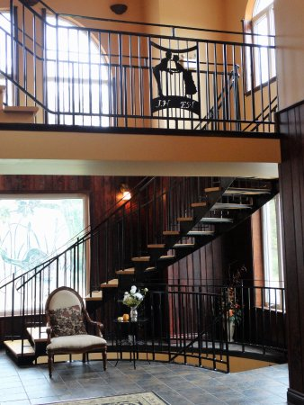 The Falls Inn & Spa: Hotel Entrance Way.