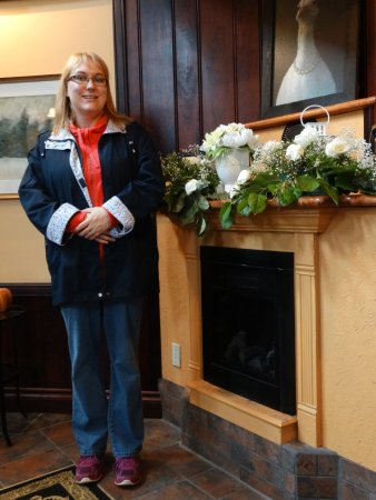 Walters Falls, Canada: Fireplace, Hotel Main Entrance Way.