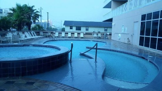 Crystal Towers : Smaller outdoor pool