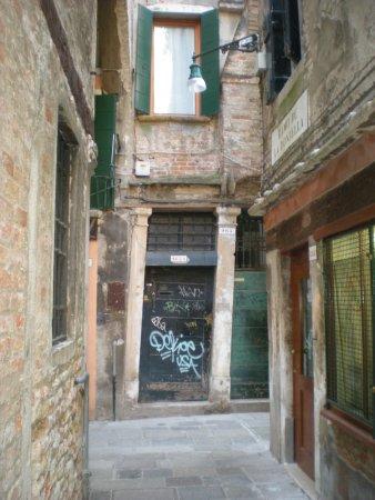 A Guide In Venice : Magie de la construction...