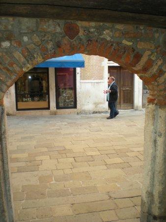 A Guide In Venice : Touchez le coeur en brique...