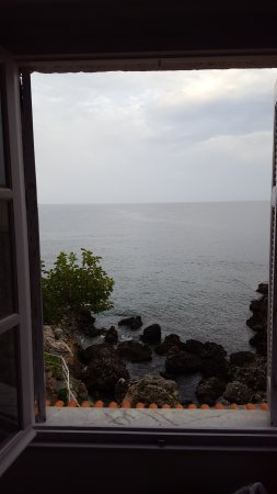 Lela's Taverna: Watching a storm come in from our comfortable room.