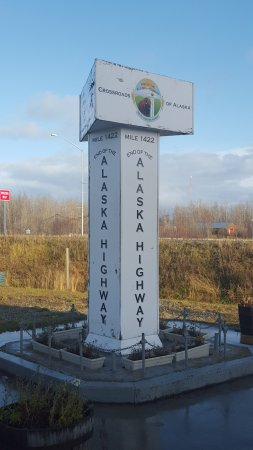 Delta Junction, Аляска: End of the road sign.