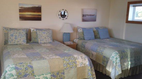 Top Mast Resort : Garden room had windows on both sides of room for cross-ventilation.