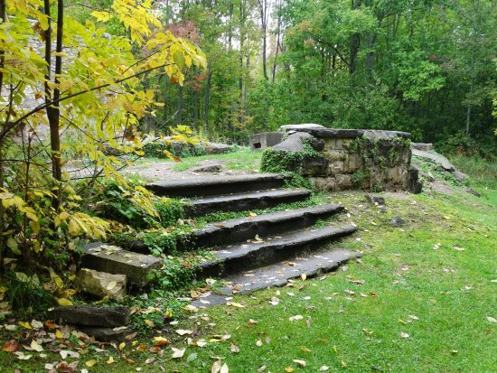 Wiarton, Kanada: Another Section Of Ruins At Spirit Rock.