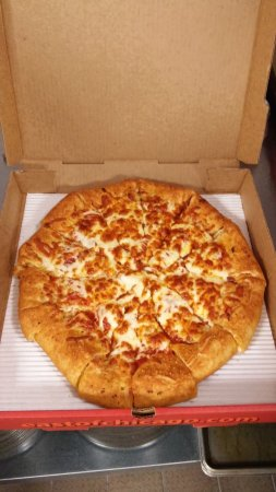 Muskegon County, MI: Our first pizza out of the oven!