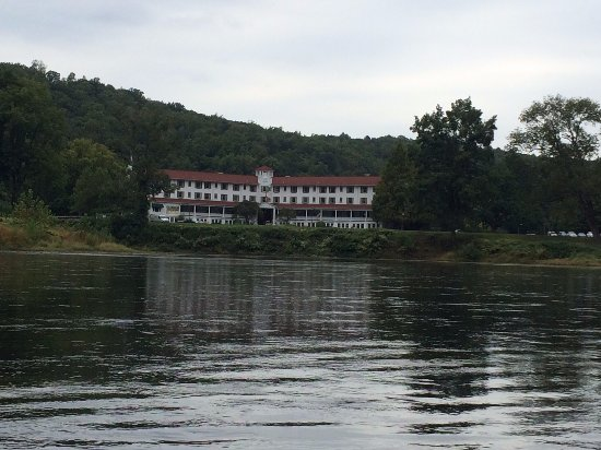 Shawnee on Delaware, PA: Hotel from my kayak