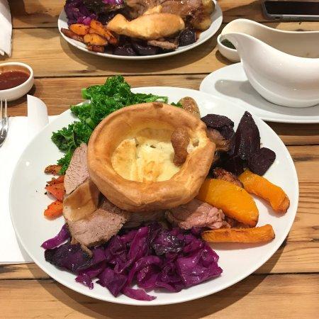 Barking, UK: Sunday Roast 👌