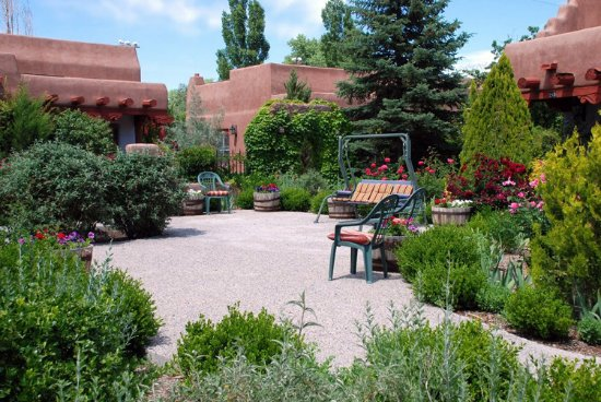 Espanola, NM: Courtyard (OpenTravel Alliance - Exterior view)