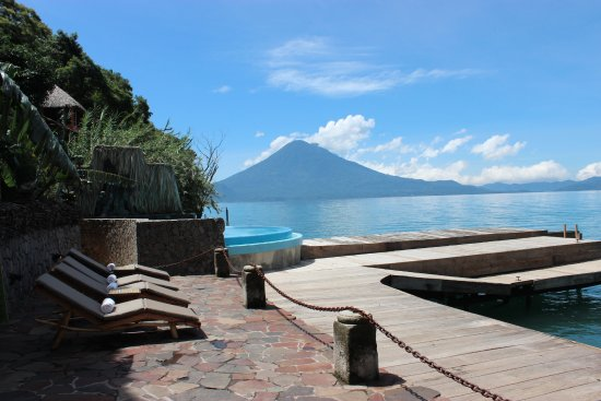 Laguna Lodge Eco-Resort & Nature Reserve: Pool + Volcano View