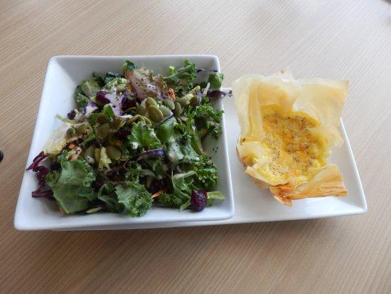 Sherwood Park, Канада: Quiche with Fresh Salad
