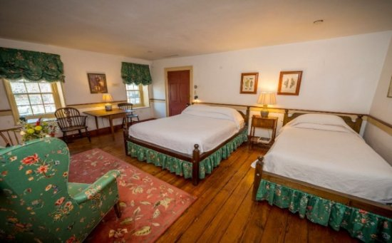 Chestertown, MD: John Bordley Room (queen and twin beds)