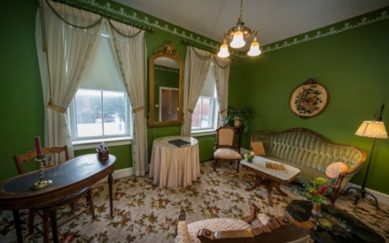 Chestertown, MD: T.W. Eliason Victorian Suite sitting room