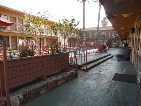 Studio City Court Yard Hotel Resmi