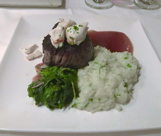 La Cipollina: Fillet mignon with crabmeat