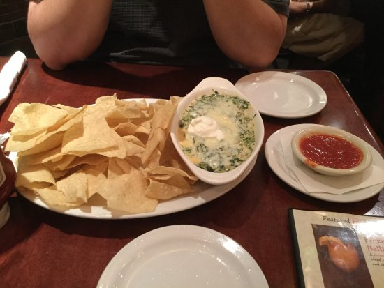 Cheddar's Scratch Kitchen: Santa Fe Spinach Dip YUMMY with warm chips and salsa