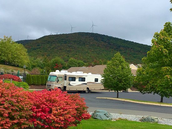 picture of vacation village in the berkshires. Black Bedroom Furniture Sets. Home Design Ideas