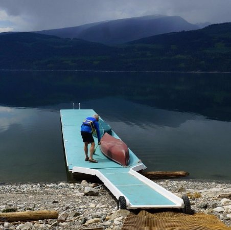 Nakusp, Canadá: The lake, the husband and the canoe