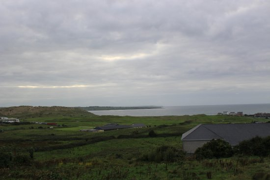 Strandhill Lodge and Suites Hotel: View-daytime