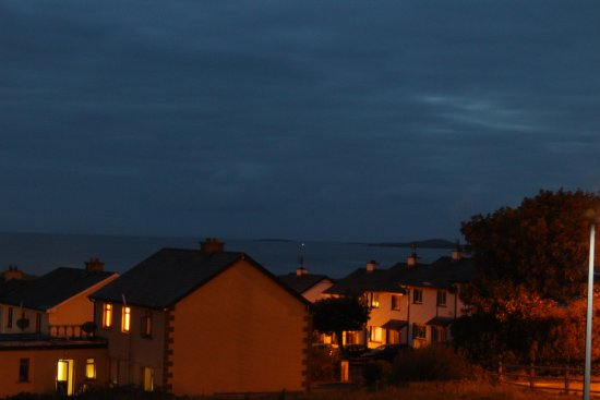 Strandhill Lodge and Suites Hotel: View-night