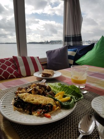 Barkissimo Floating Boat & Breakfast: Omlette, Potatoes, mangos, toast, OJ, (fresh fruit cup to start)