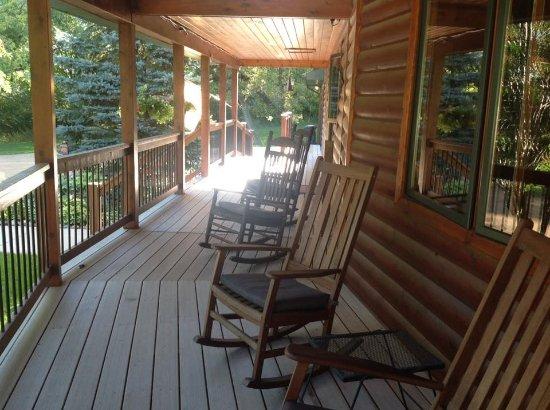 Spirit Cove Lodge B&B-Alexandria : Spirit Cove Front Porch