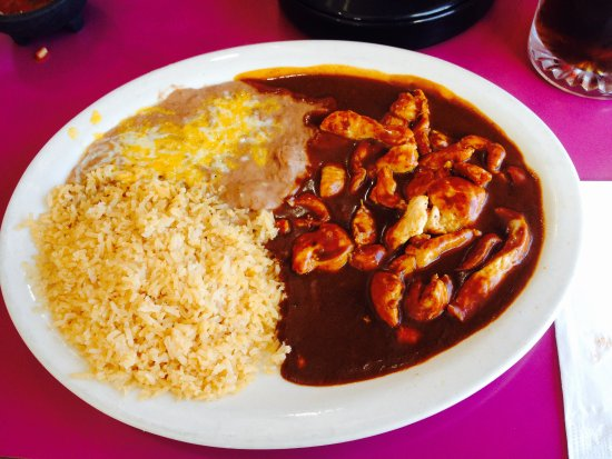 Bingen, วอชิงตัน: Chicken Mole with beans and rice with flour tortillas.