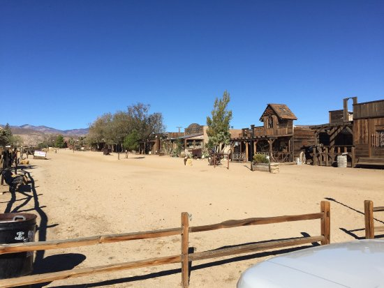 Pioneertown, Kalifornia: Just got back from my daughters wedding and as you can see the location is absolutely amazing as