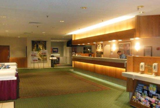 Best Western Royal Plaza Hotel & Trade Center: Registration desk