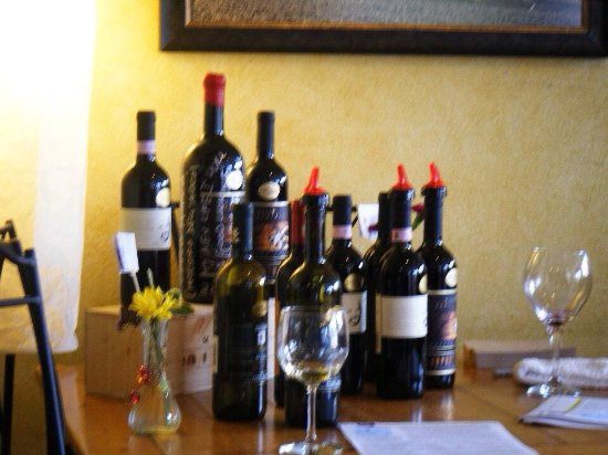 Silverdale, WA: Wine tasting at Monica's