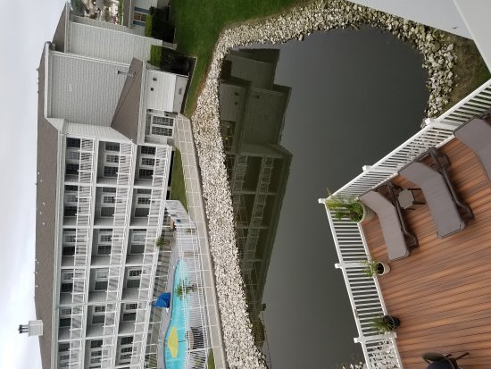 Comfort Suites Chincoteague: Room 313 interior and balcony views
