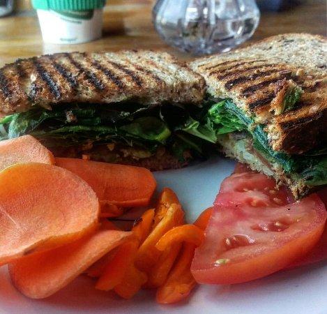 Grandview, MO: Garden veggie sandwich