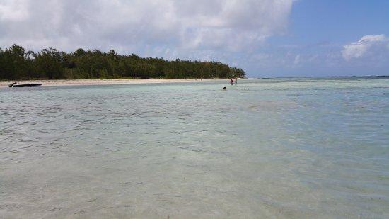 Ile Aux Cerfs: beach...