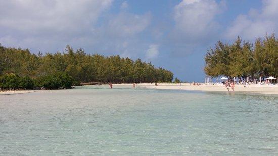 Ile Aux Cerfs: White sandy beaches