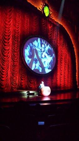 Zarkana - Cirque du Soleil : Drawings with sand, impressive!
