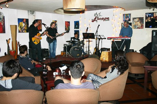 The Escape bar: The live band at Escape Bar