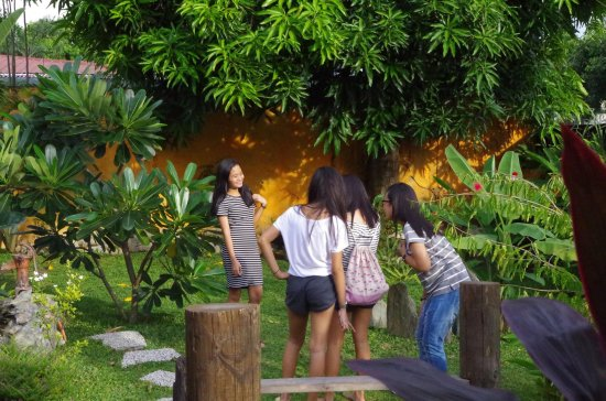 Las Pinas, Filipina: Garden Resto!