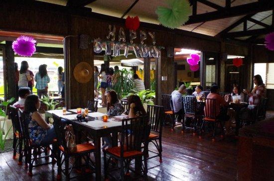 Las Pinas, Filipina: Party with us!