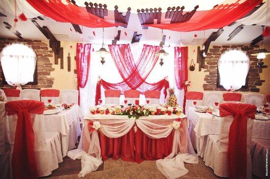 оформление свадебного зала в красном цвете фото