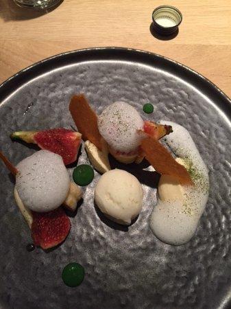 Wepion, België: figue rotie, biscuit roulé abricot, sorbet génépi, creme chiboust...